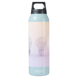 Kreatives Denken mit der Glühlampe belichtet Isolierte Flasche