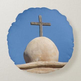 Kreuz auf der Auftrag-Kirche Rundes Kissen