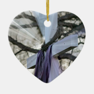Kreuz mit lila Material Keramik Ornament