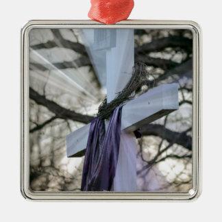 Kreuz mit lila Material Silbernes Ornament