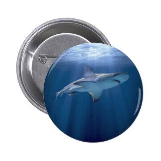 Kreuzender Haifisch Runder Button 5,7 Cm