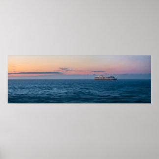 Kreuzschiff unter einem alaskischen poster