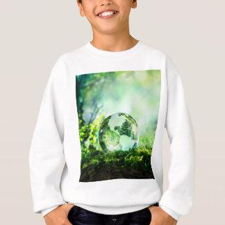 Kristallkugel in einem grünen Wald Sweatshirt