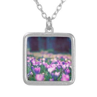Krokus-Blumen Versilberte Kette