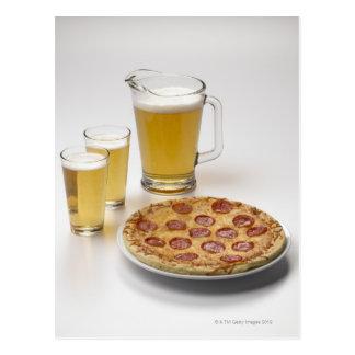 Krug und zwei halbe Liter Bier neben Pepperonis Postkarte