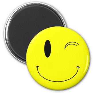 KRW-Gelb, das Smiley blinzelt Runder Magnet 5,7 Cm
