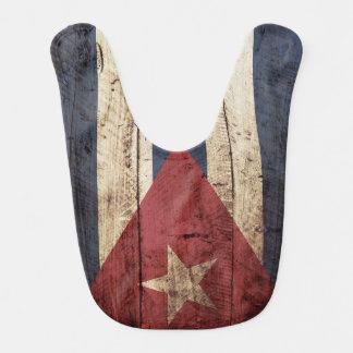 Kuba-Flagge auf altem hölzernem Korn Babylätzchen