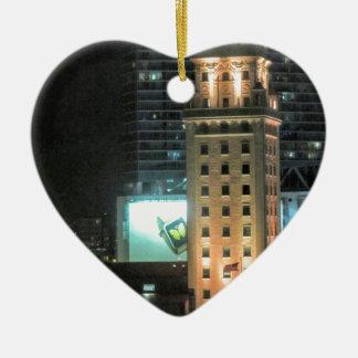 Kubanischer Freiheits-Turm in Miami 7 Keramik Herz-Ornament