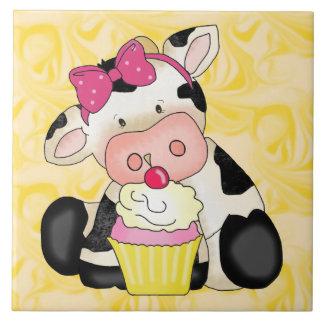 Kuchen-Kuh-Cartoon-süße Leckereifliese Große Quadratische Fliese