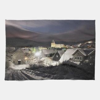 Küchenhandtuch Dorf im Winter Geschirrtuch