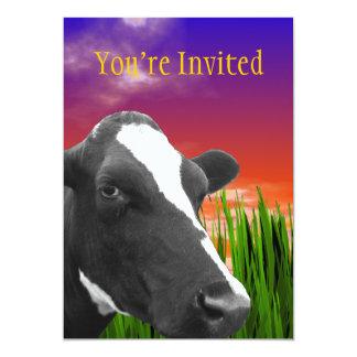 Kuh auf Gras u. klarem Sonnenuntergang-Himmel Karte
