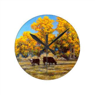 Kuh und Kalb in der goldenen gelben Fall-Baum-Uhr Runde Wanduhr