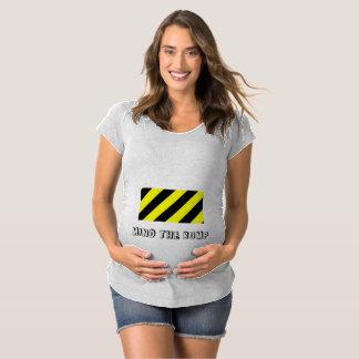 Kümmern Sie sich den um Stoßmutterschaftsentwurf Schwangerschafts T-Shirt