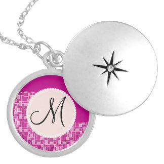 Kundenspezifische Monogramm-Initialen-magentarote Amulett