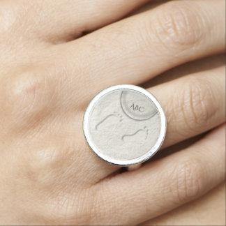 Kundenspezifischer Abdruck/Abdrücke auf sandigem Foto Ring
