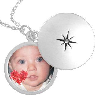 Kundenspezifischer FotoLocket mit rotem Medaillon