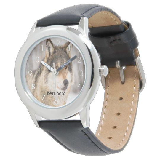 Kundenspezifischer Wolfgesichtskopf in einem Uhr