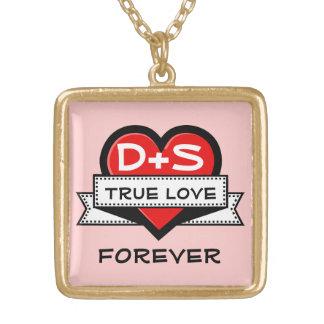 Kundenspezifisches Liebe-Initialen-Herz mit Band Halskette Mit Quadratischem Anhänger