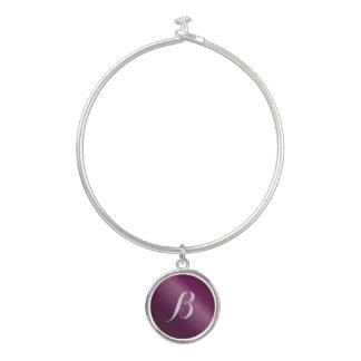 Kundenspezifisches lila Anfangscharme-Armband Armreif