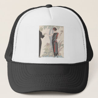 Kunst-Deko-Dame - stehend neben dem Baum Truckerkappe