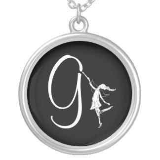 Kunst-Fee-Initiale: G Halskette Mit Rundem Anhänger