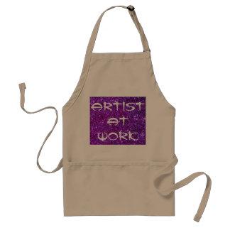 Künstler an malendem schaffenkunst-Handwerk der Schürze