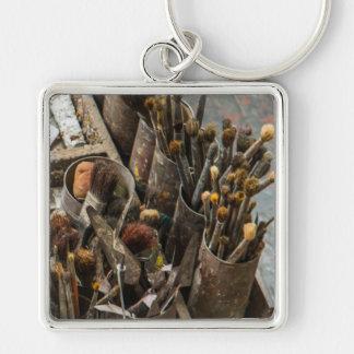 Künstler-Malerpinsel in den alten rostigen Schlüsselanhänger