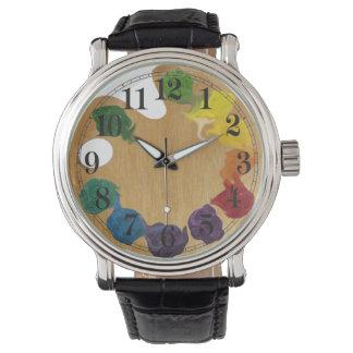 Künstler ` s Palettenregenbogen Armbanduhr