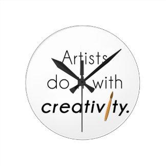 Künstler tun es mit Kreativität Runde Wanduhr