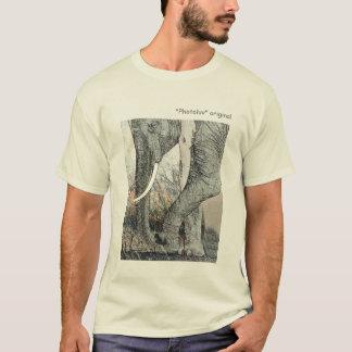 künstlerische Elefantstammstoßzähne und Auge Kenia T-Shirt