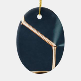 Kupferne Rohre mit einem Leck und einem Dampf Keramik Ornament