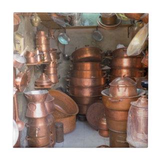 Kupferne Töpfe am Markt Keramikfliese