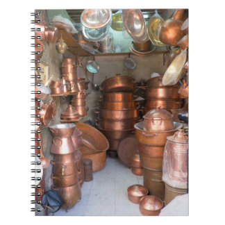 Kupferne Töpfe am Markt Notizblock