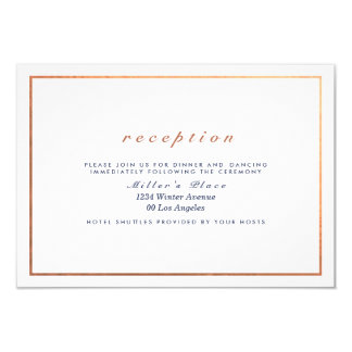 Kupferner Rahmen auf dem weißen Hochzeits-Empfang Karte