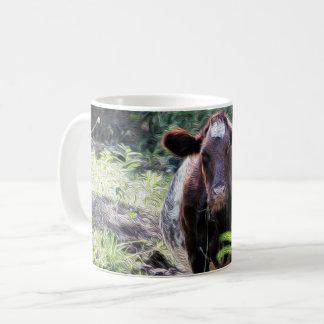 Kurzhornrind-Milchkuh, die in der Strom-Tasse Kaffeetasse