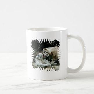 Kuss-Liebe und Freude weiße bengalische Tiger Kaffeetasse