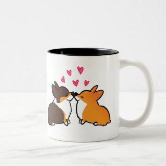 Küssen Corgis-Tasse| des Corgi-Küssens Zweifarbige Tasse
