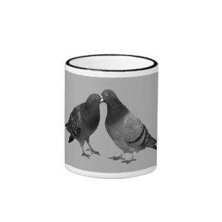 Küssen der Tauben-Geschenk-Tasse Ringer Tasse