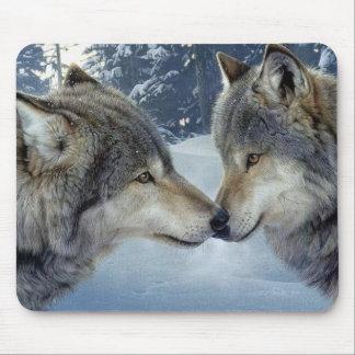 Küssen der Wölfe Mousepads