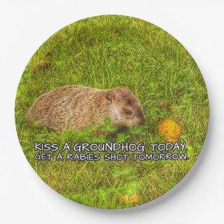 Küssen Sie ein groundhog heute. Erhalten Sie Pappteller