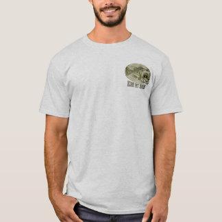 Küssen Sie meinen angebrachten Baß durch Mudge T-Shirt