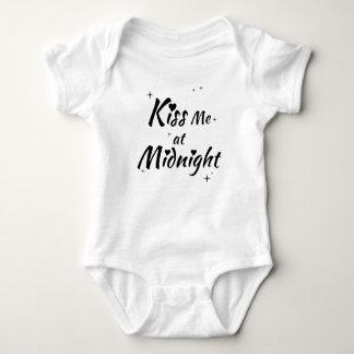 küssen Sie mich am Mitternachtsbodysuit Baby Strampler