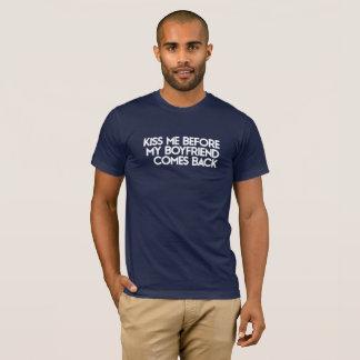 Küssen Sie mich, bevor mein Freund zurückkommt. T-Shirt