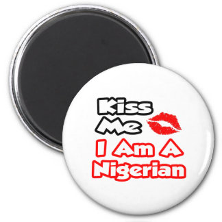 Küssen Sie mich,…, das ich ein nigerisches bin Runder Magnet 5,7 Cm