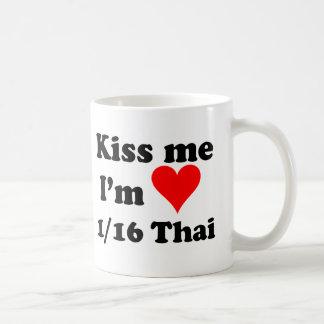 Küssen Sie mich, den ich 1/16 thailändisch bin Kaffeetasse