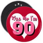 Küssen Sie mich, den ich 90 bin Anstecknadelbuttons