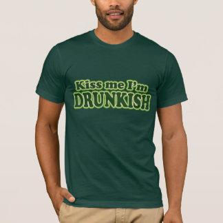 Küssen Sie mich, den ich betrunken bin T-Shirt