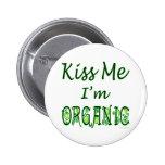 Küssen Sie mich, den ich Bio Sprichwort bin Anstecknadelbuttons