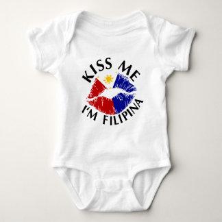 Küssen Sie mich, den ich Filipina bin Baby Strampler