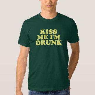 Küssen Sie mich, den ich getrunken werde T Shirt